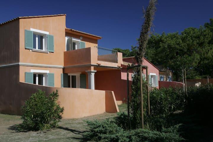 Appartement 1 chambre cabine au bord de la plage de la Marana