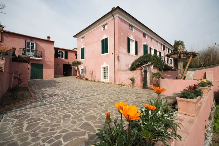 Le Donne Di Bargecchia - Gina, sleeps 4 guests - Corsanico