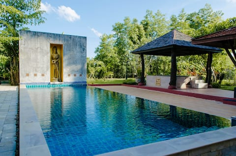 TRADITIONAL ROOM IN SPACIOUS POOL VILLA