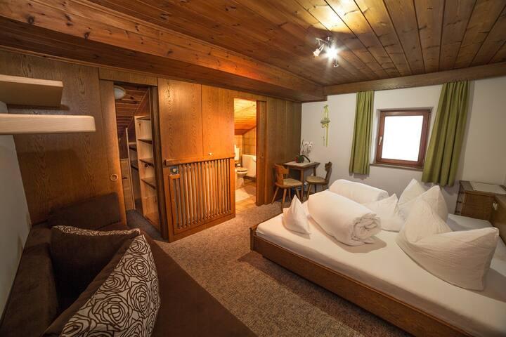 Doppelzimmer mit Blick auf die Dolomiten - Kastelruth - Bed & Breakfast