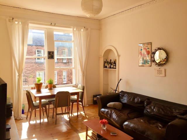 Light, spacious, double room off Leith walk.