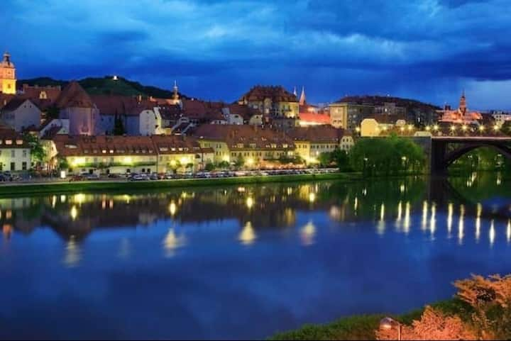 Cozy riverside apartment in the center of Maribor.