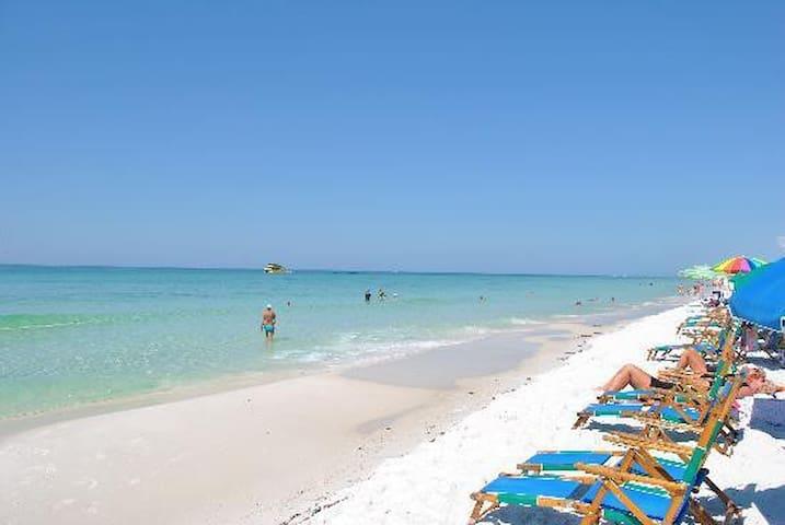 Pool, Golf, Beach, Condo - FREE BEACH SERVICE!!