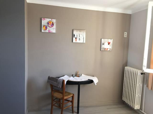 chambre 4 - Saint-Georges-de-Gréhaigne - Casa