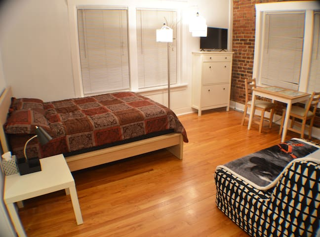 "Apartment 7 at ""Baltimore Studios"" Pet Friendly"