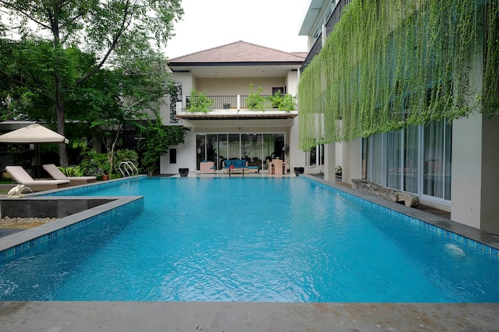 Ultimate comfort in a cozy house in South Jakarta