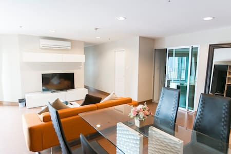 Brilliant 3BR Clean/WIFI/Metro/Pool/Gym/Mall - Bangkok - Kondominium