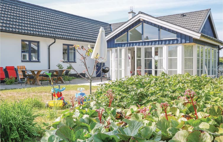 Holiday cottage with 3 bedrooms on 154m² in Ystad