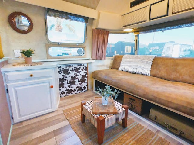 WHOLE HOME/PRIVATE Vintage Airstream @ Glampground