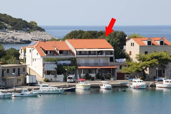 One bedroom apartment near beach Zaklopatica, Lastovo (A-8341-a) - Zaklopatica - Appartement