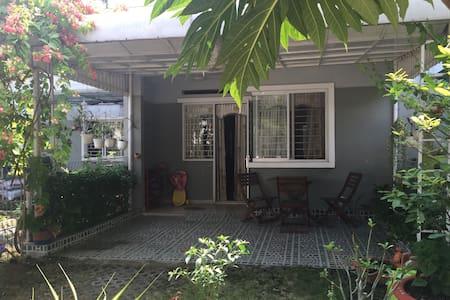 A nice city-garden house for family - Thuan An
