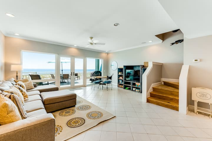 Dog-friendly, beachfront dream w/ a wet bar & two furnished balconies