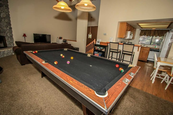 Avalanche Zone Equipped Bear Meadows Golf/Ski Condo w/ Pool Table