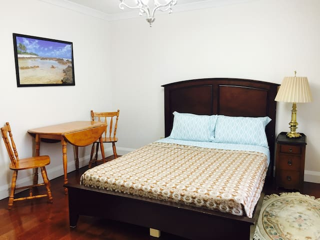 Cosy, spacious double room in local community