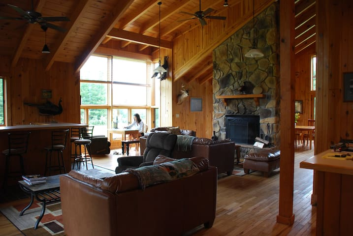 Point Mountain Wilderness Lodge & Cottage