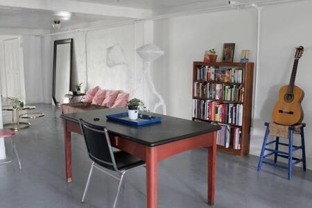 """Room in Artist LOFT Griffintown -10"""" from Dwtn MTL - Montréal - Loft"""