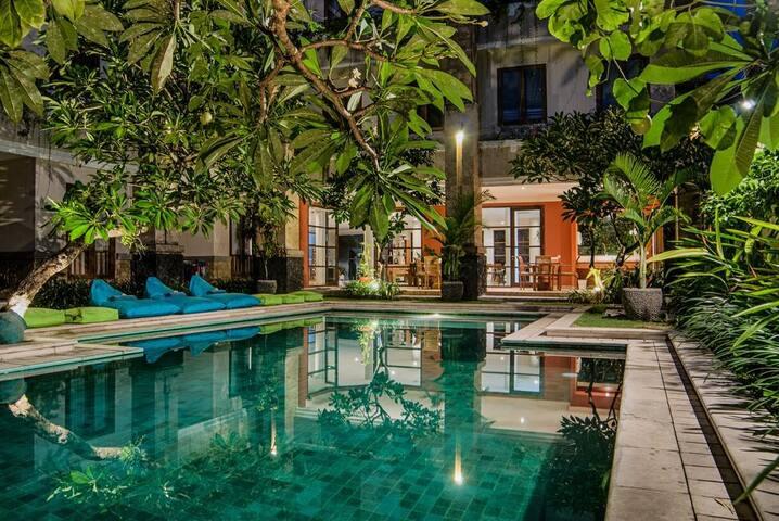 Bali 的双卧公寓