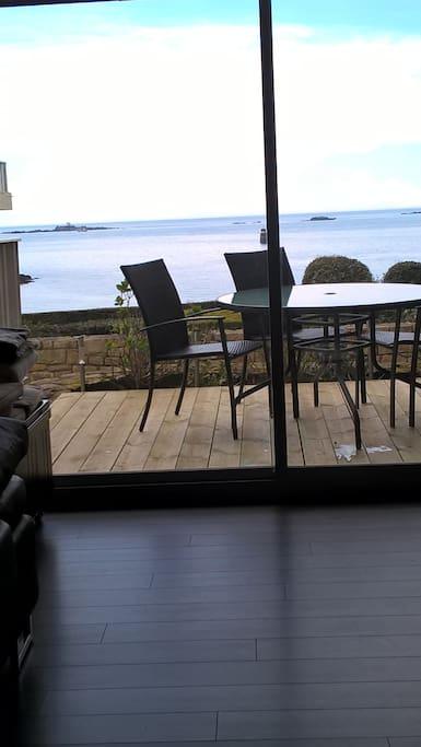 Terrasse bois et pleine vue mer