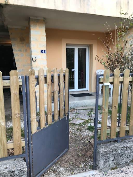 Portillon d'entrée et Porte d'entrée