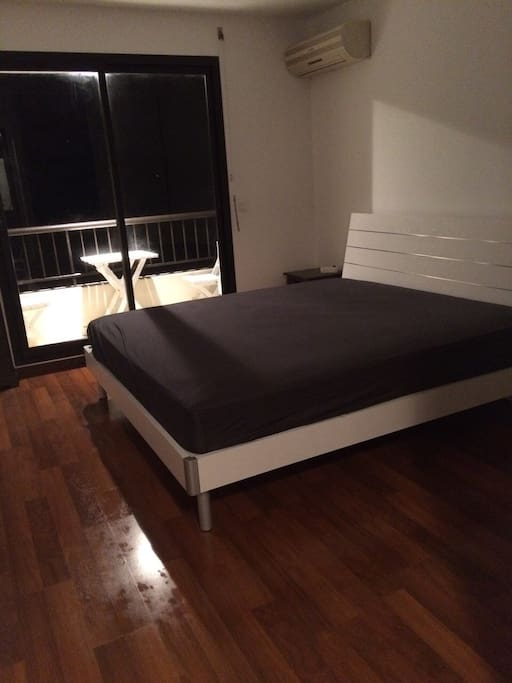 King Size Bed 200/200  Balcon attenant