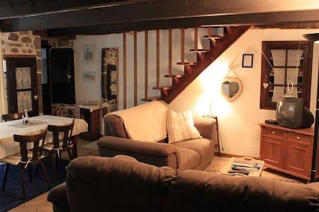 Gîte Tiyolo à Combes, auvergne - Besse-et-Saint-Anastaise - Huis