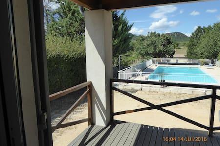 Chambre : 22 m2  vue sur piscine et la garrigue - Fons-sur-Lussan