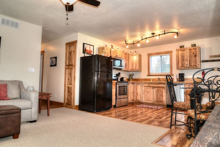 COZY 3BR cottage home close to LAKE and downtown!