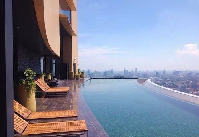 Condo with amazing Roof Top Pool on 42nd Floor! - Bangkok - Wohnung