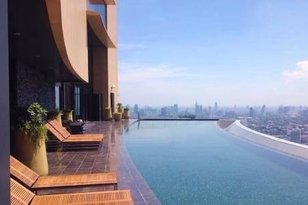 Condo with amazing Roof Top Pool on 42nd Floor! - Бангкок - Кондоминиум