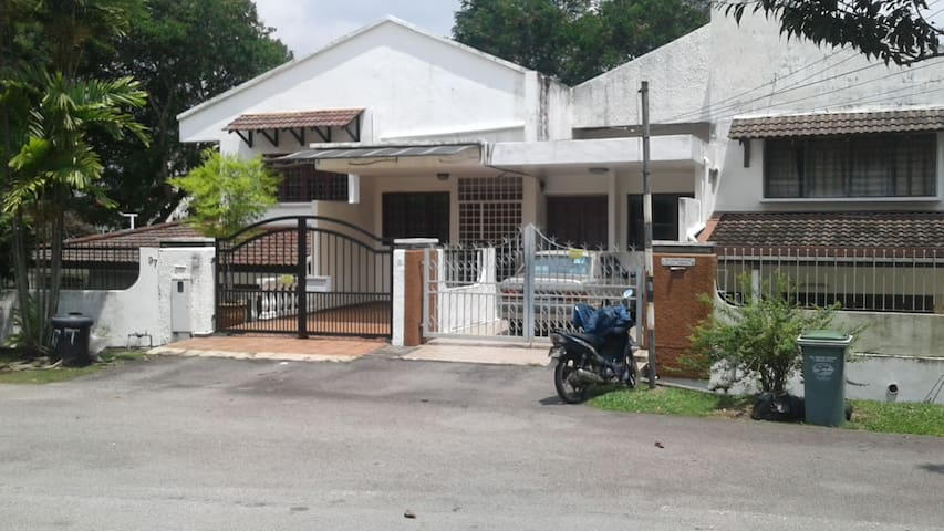 Private Room in Landed Property@ Exclusive Bangsar