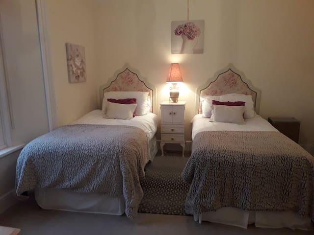 third bedroom twin beds, ensuite