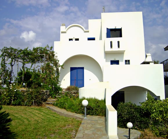 Villa Dome, 300 meters from  beach - Gennadi - Casa de campo