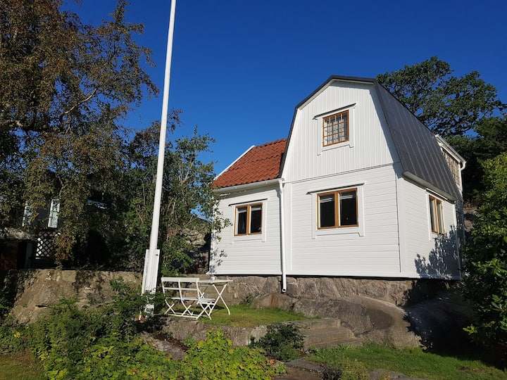 Charming cottage, 1.5 km to Kullaviks marina