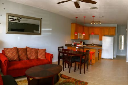 COZY TOWNHOUSE - Sleeps 8, Beach, Casinos - 格爾夫波特(Gulfport)