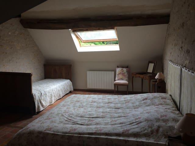 Chambre étage lit king size 190x200 ou 2x90 et un lit 90x200