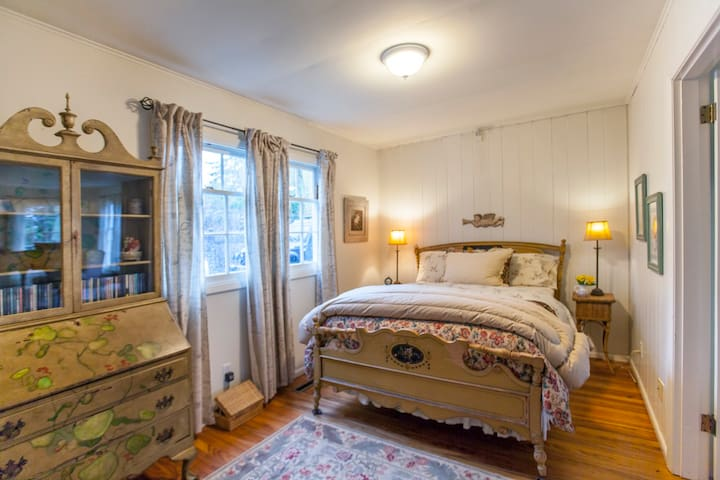 Cozy Bedroom in South Hill Colonial