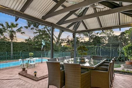 Convenient location &swimming pool - Castle Hill
