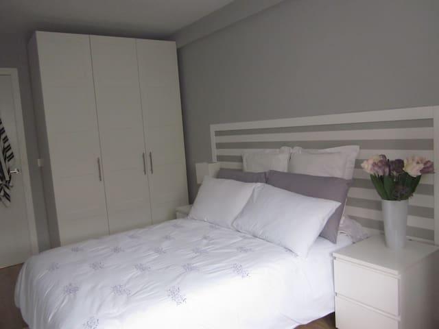 DUPLEX REFORMADO  NUEVO HOSPITAL - Oviedo - Lägenhet