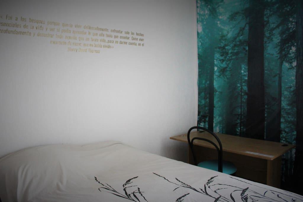 Recámara con cama matrimonial/ Room with full size bed