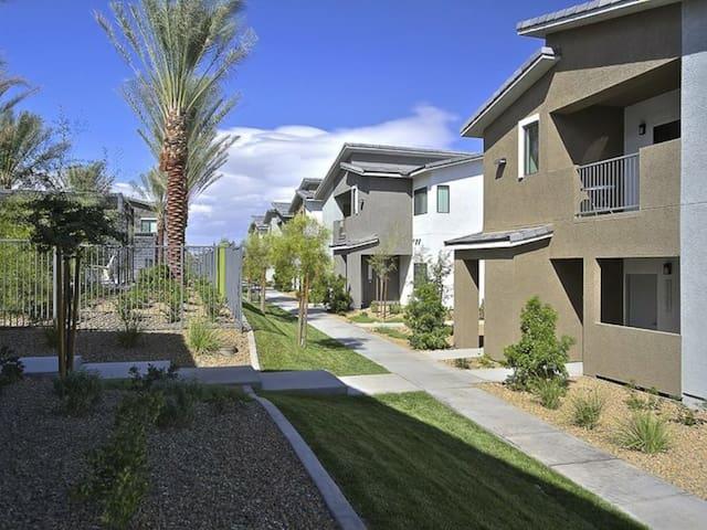 Las Vegas 2bd1bth Apt Close to Strip 5 beds(Sh)