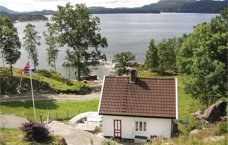 Holiday cottage with 3 bedrooms on 125m² in Valevåg