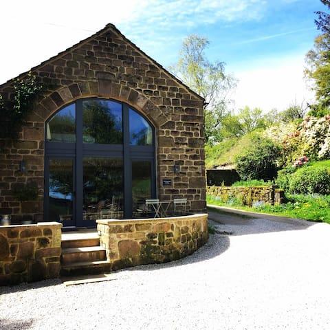 Rocking Stone Cottage - Idyllic Rural Retreat