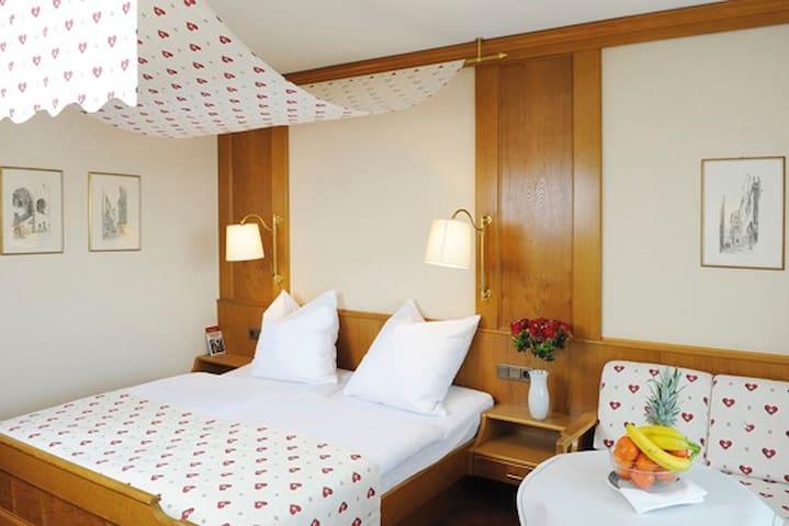 Hotel Bad Stebener Hof garni (Bad Steben), Doppelzimmer miit kostenfreiem WLAN und Balkon