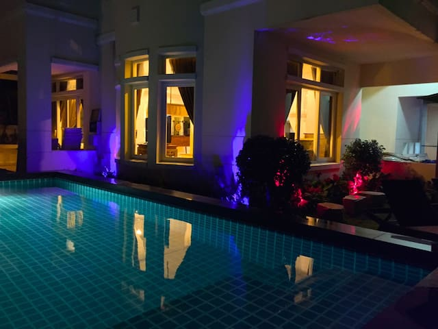 BANGKOK 4 BED PRIVATE LUXURY POOL VILLA - Nonthaburi