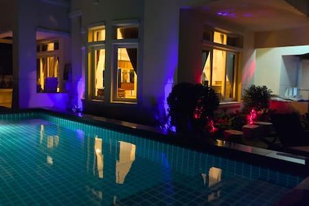 BANGKOK 4 BED PRIVATE LUXURY POOL VILLA - Nonthaburi - วิลล่า
