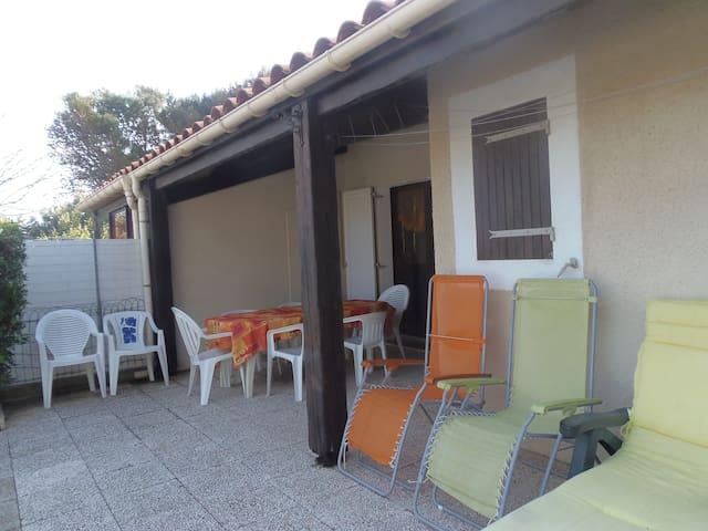 Petite maison proche plage - Narbonne - Huis