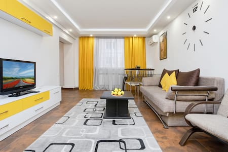 ARMT-Yellow sunshine apt on Koghbatsi str. 42-98