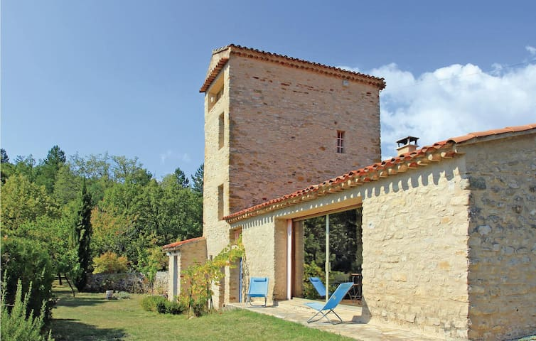 Holiday cottage with 3 bedrooms on 100m² in Mallefougasse