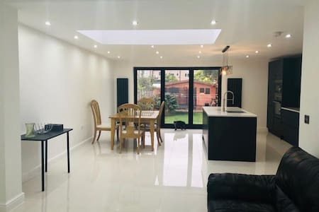 Double Room own Fridge&shower with sharing kitchen