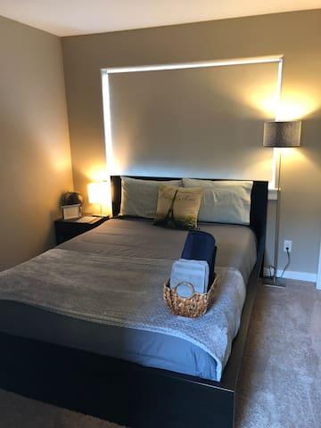 North East Alberta Arts Cozy Queen Room